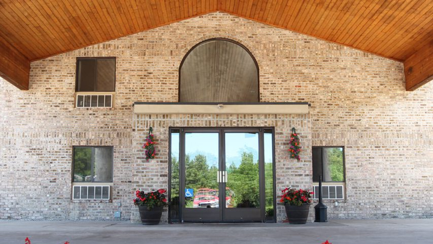 All Season Hotel and Resort in Kalkaska Michigan Entrance